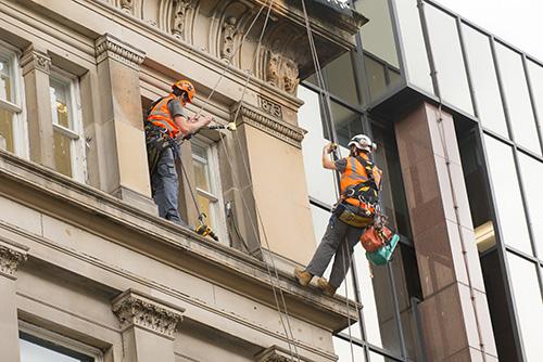 Nettoyage des vitres accès difficile, par nacelle et cordiste